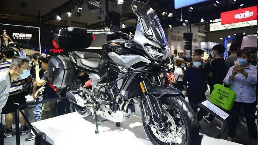 Zongshen presenta la Cyclone RX6, crossover con motore Norton