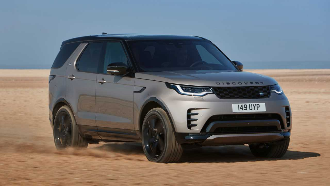 2021 Land Rover Discovery R-Dynamic Exterior Front Quarter Off-Road