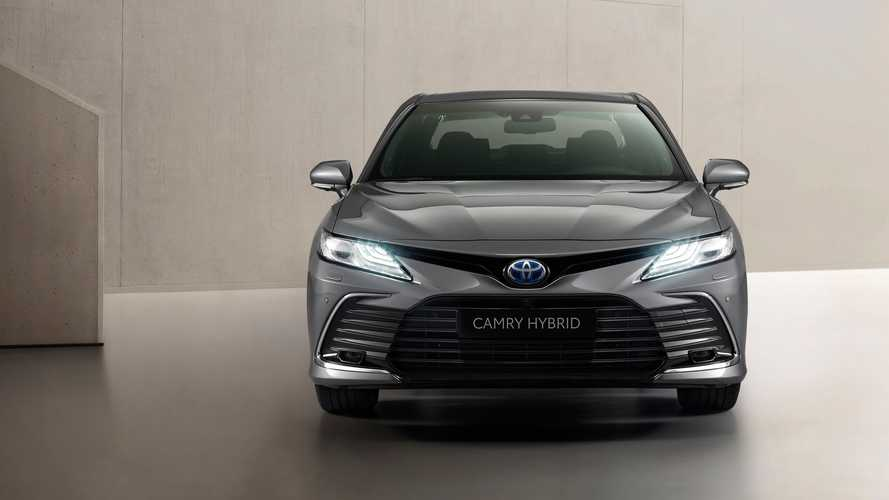 Обновленная Toyota Camry для Европы (2020)