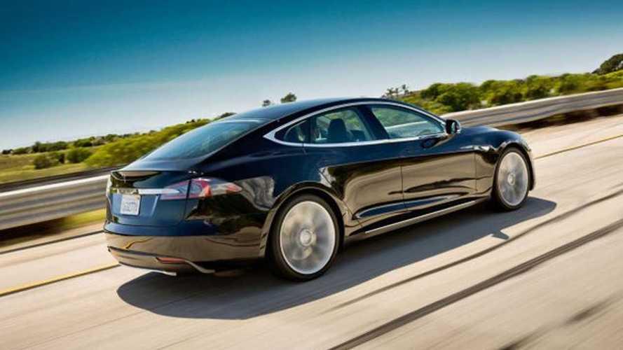 Sedanlar karşı karşıya: Tesla Model S v Mercedes S-Class
