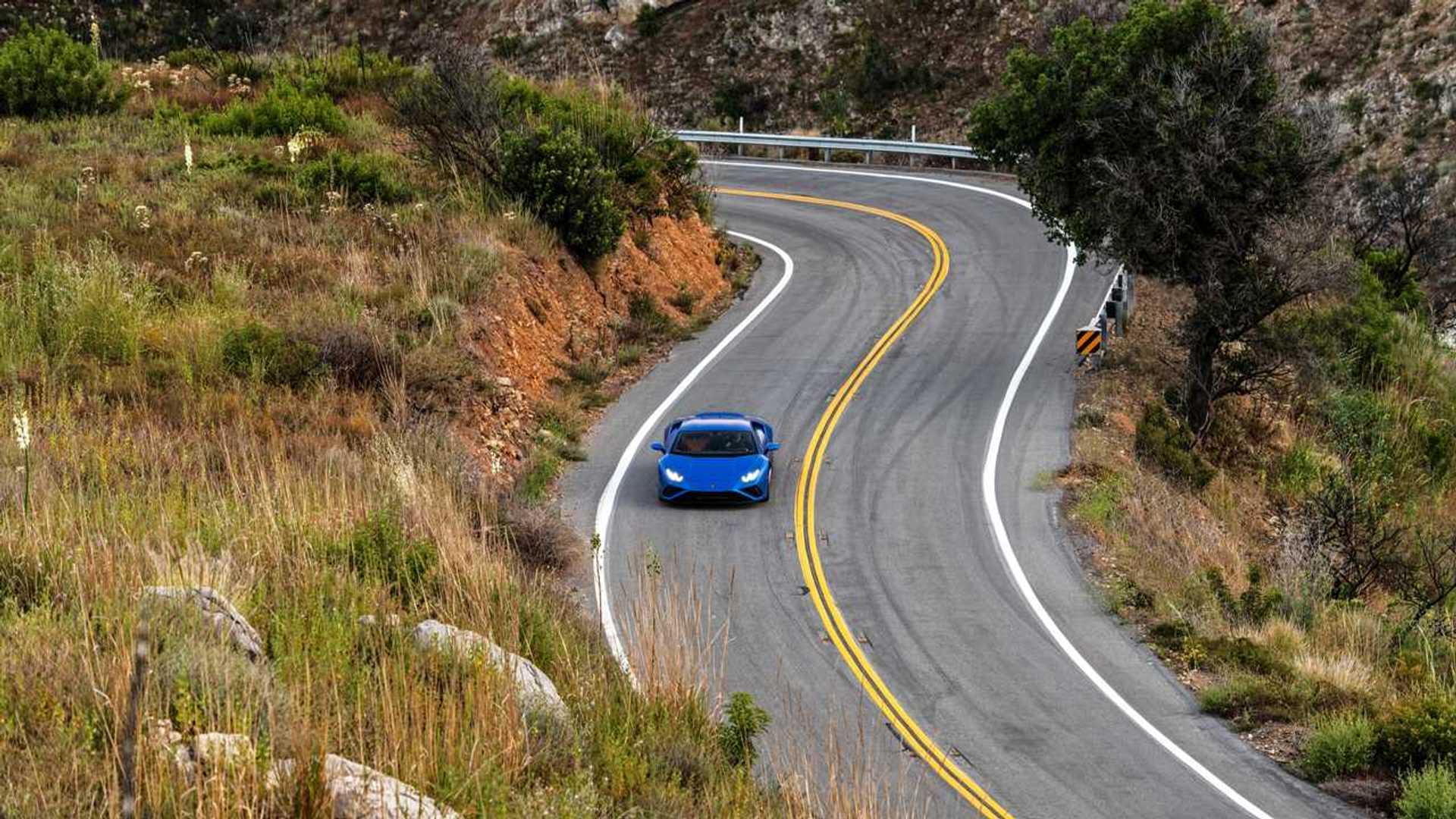 2020 Lamborghini Huracan Evo RWD top action