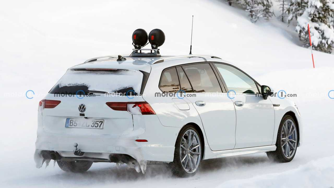 2022 VW Golf R Estate photo espion