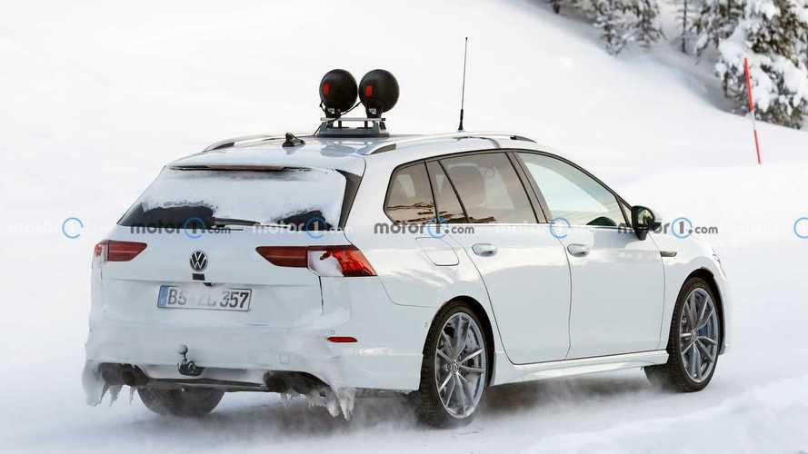 La Volkswagen Golf R SW se prépare sous la neige