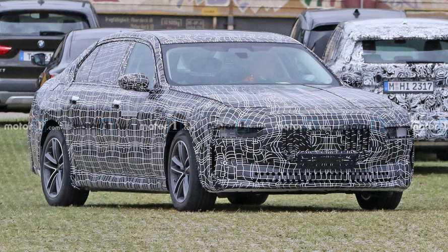 Шпионские фото электромобиля BMW 7-й серии, вид спереди