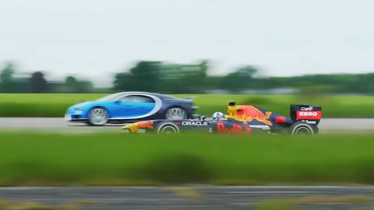 Chiron vs Formula 1 Red Bull RB7 Race Car Drag Race