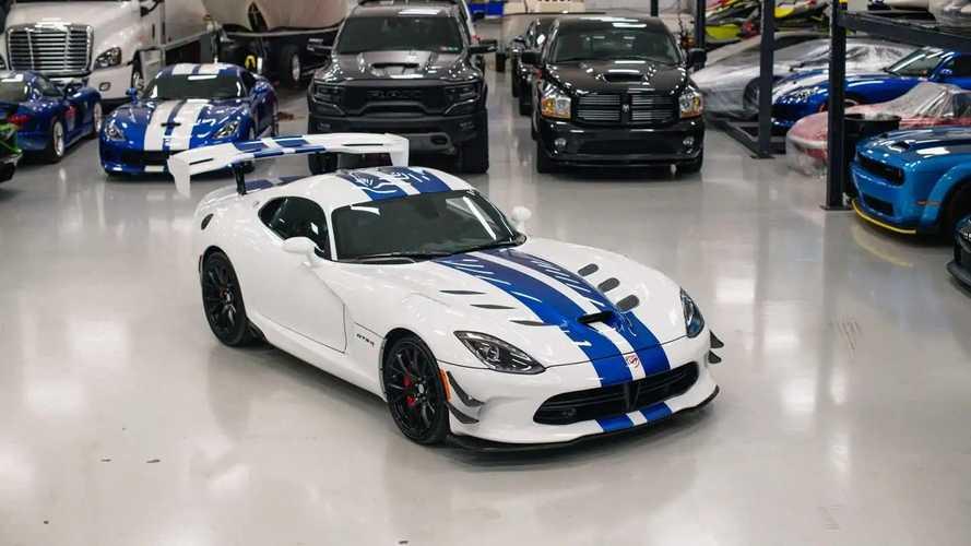 115 millió forintnyi dollárért kelt el ez a közel nullkilométeres Dodge Viper