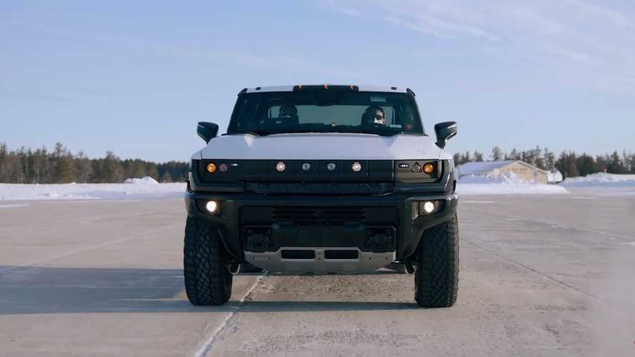 GMC Hummer EV - teste na neve