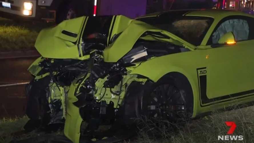 Videó: Gyorsan hazavágta apja vadiúj Ford Mustangját egy 20 éves ausztrál srác