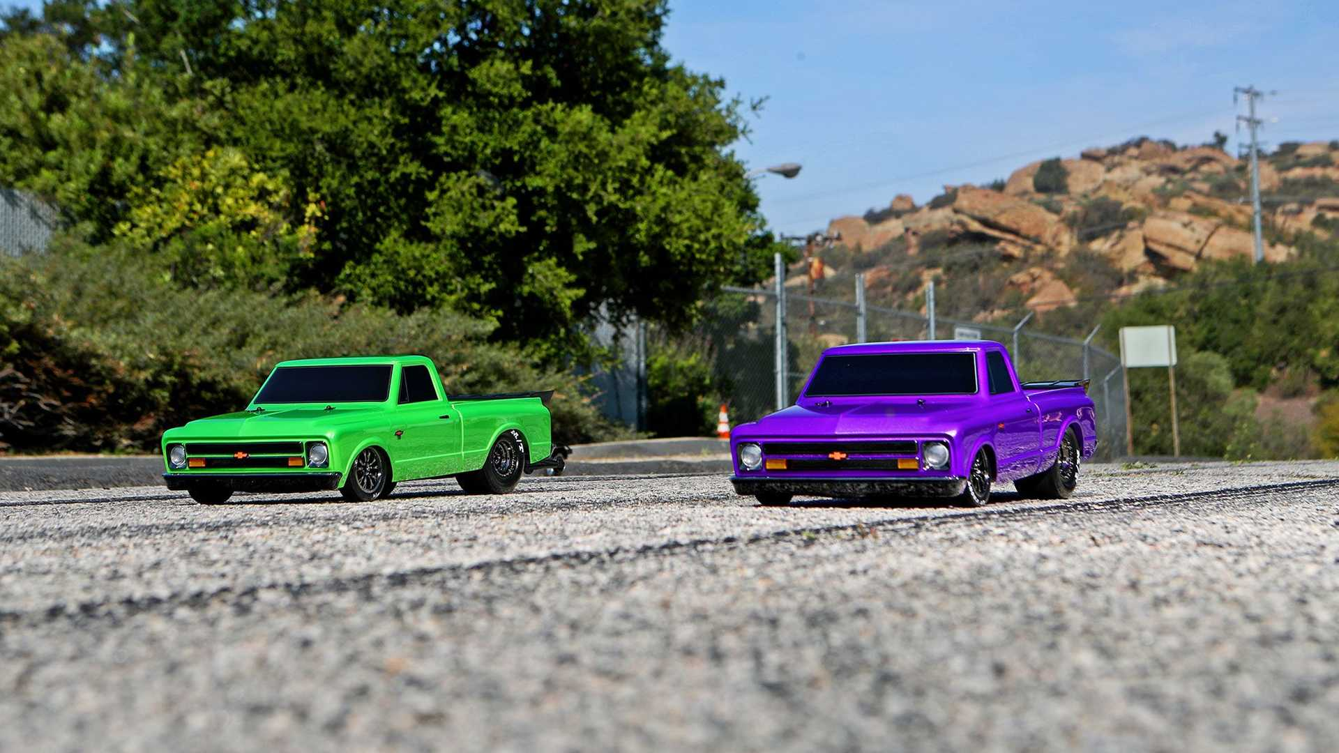 https://cdn.motor1.com/images/mgl/13lNW/s6/traxxas-drag-slash-1-10-scale-chevy-pickup-front-view.jpg