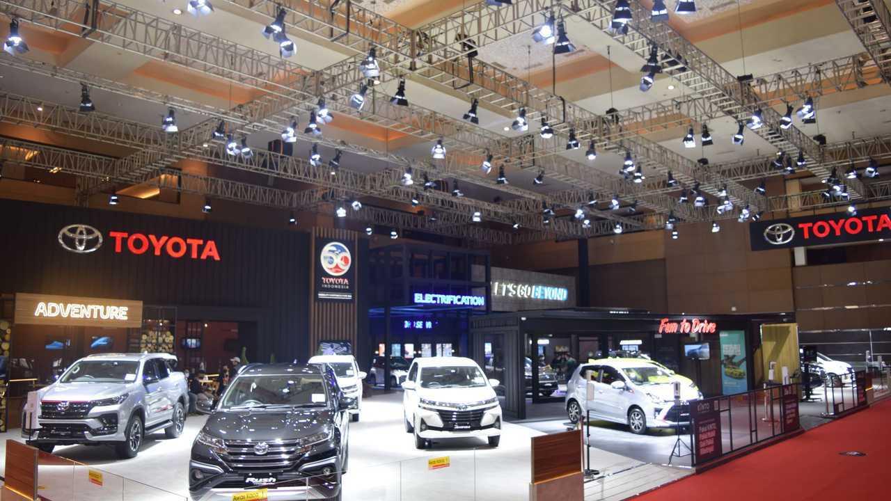 Booth Toyota di IIMS Hybrid 2021