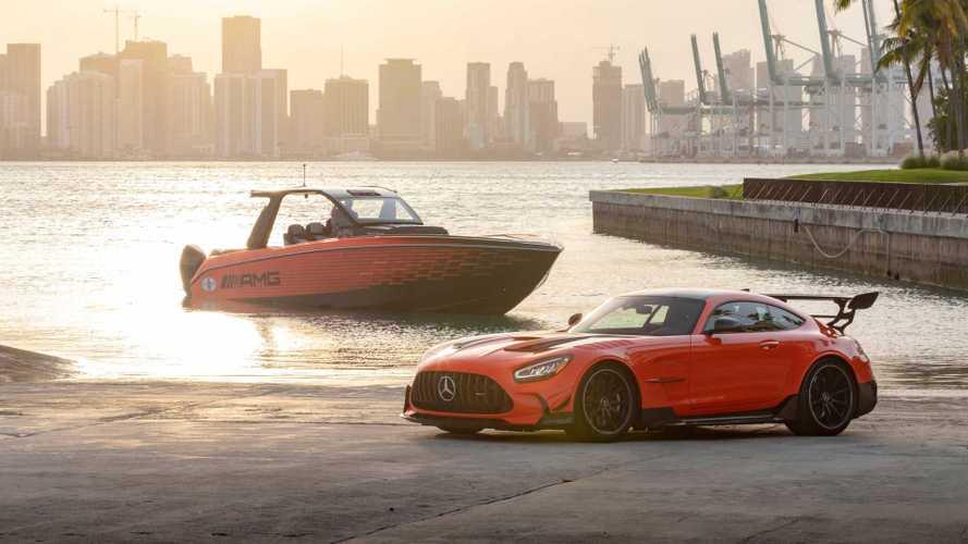 Оцените эксклюзивный катер в стиле Mercedes-AMG GT Black Series