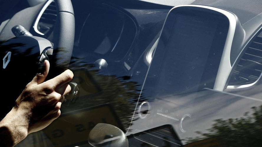 2015 Renault Espace shows its large touchscreen display in latest spy photos
