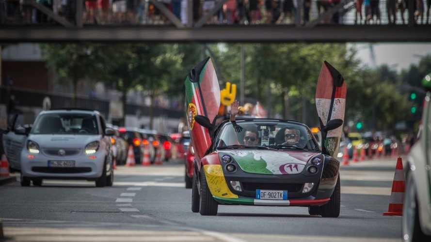 Le plus grand défilé de Smart jamais organisé a rassemblé 1635 voitures