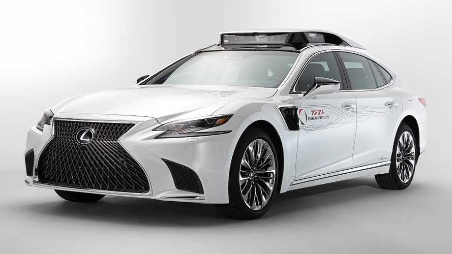 Lexus TRI-P4, la guida autonoma fa un nuovo passo avanti