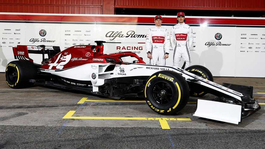 Alfa Romeo Unveils 2019 F1 Car In Racing Livery