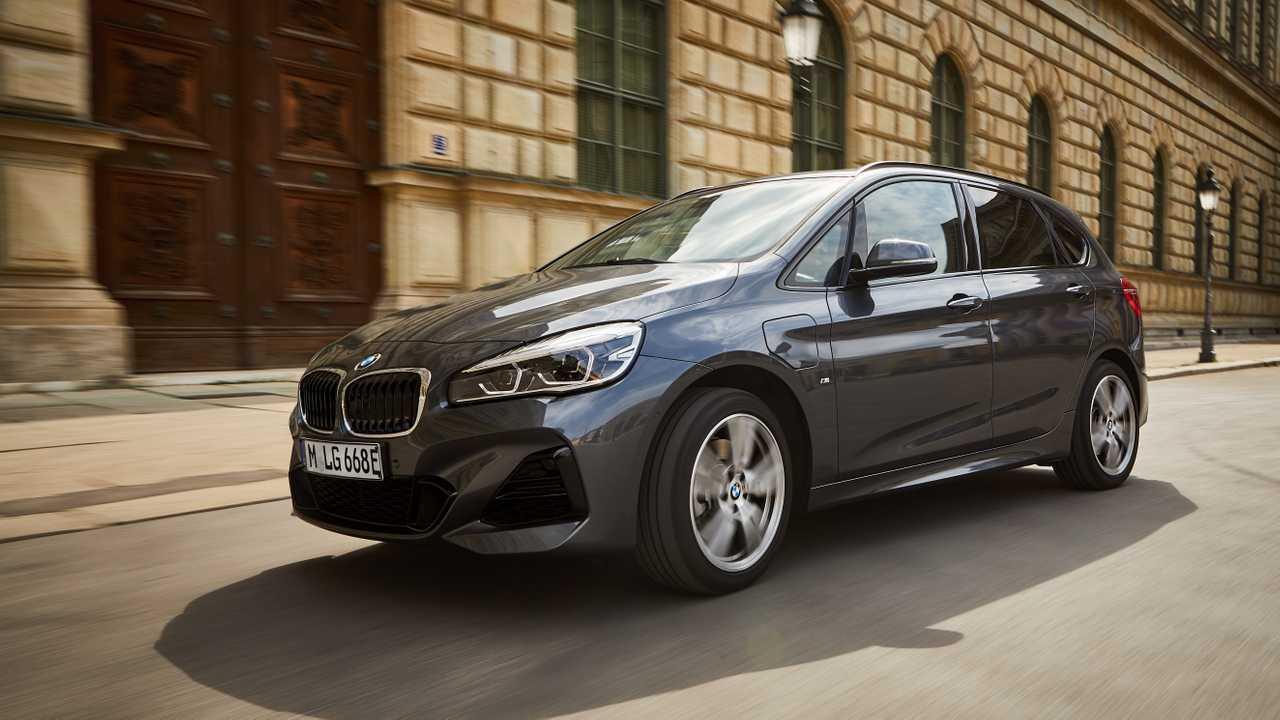 Nuova BMW 225xe Acrive Tourer, fino a 57 km in elettrico