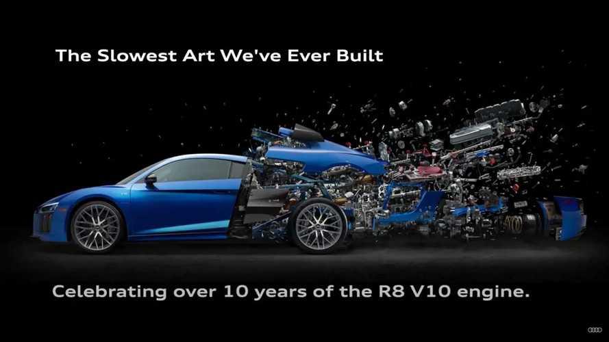 Audi célèbre le 10ème anniversaire du V10 d'une drôle de façon
