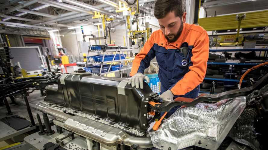 Plug-in hybrid battery pack mounted in Volvo XC40