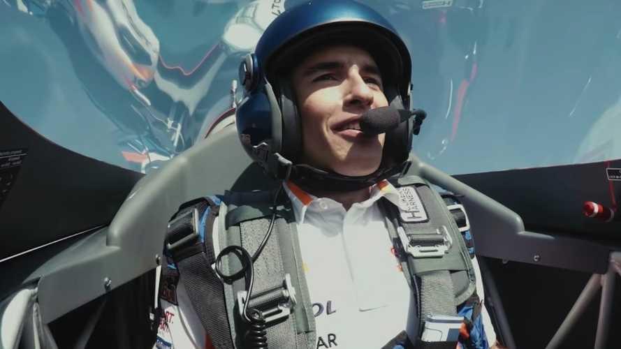 Vídeo espectacular: Marc Márquez alza el vuelo y hace un 'looping'