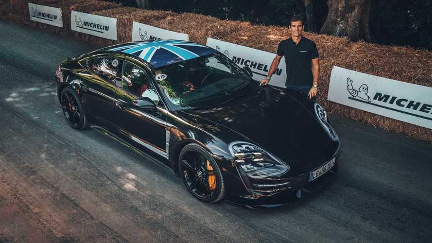 Porsche Taycan, l'elettrica sfila a Goodwood