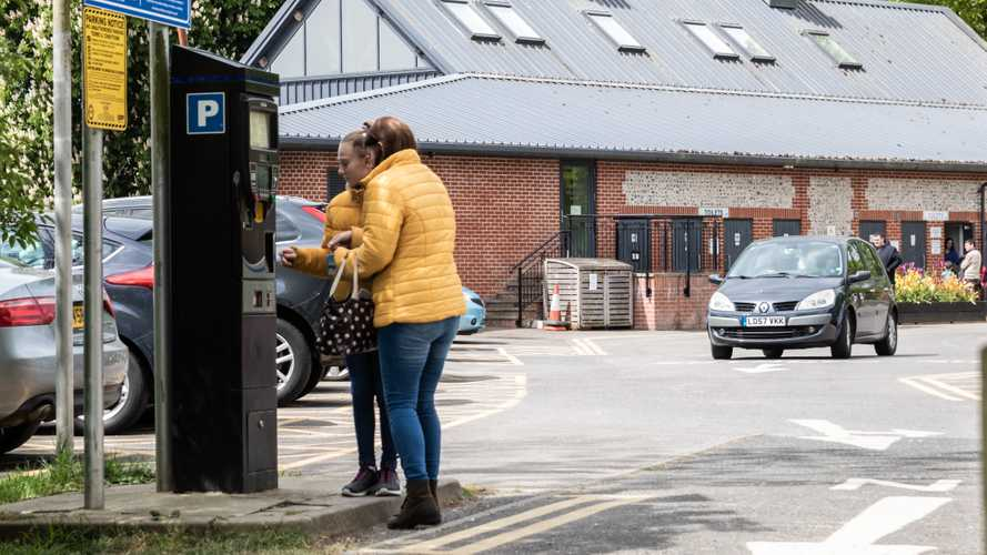 UK: Drivers still pay for parking in cash despite pandemic