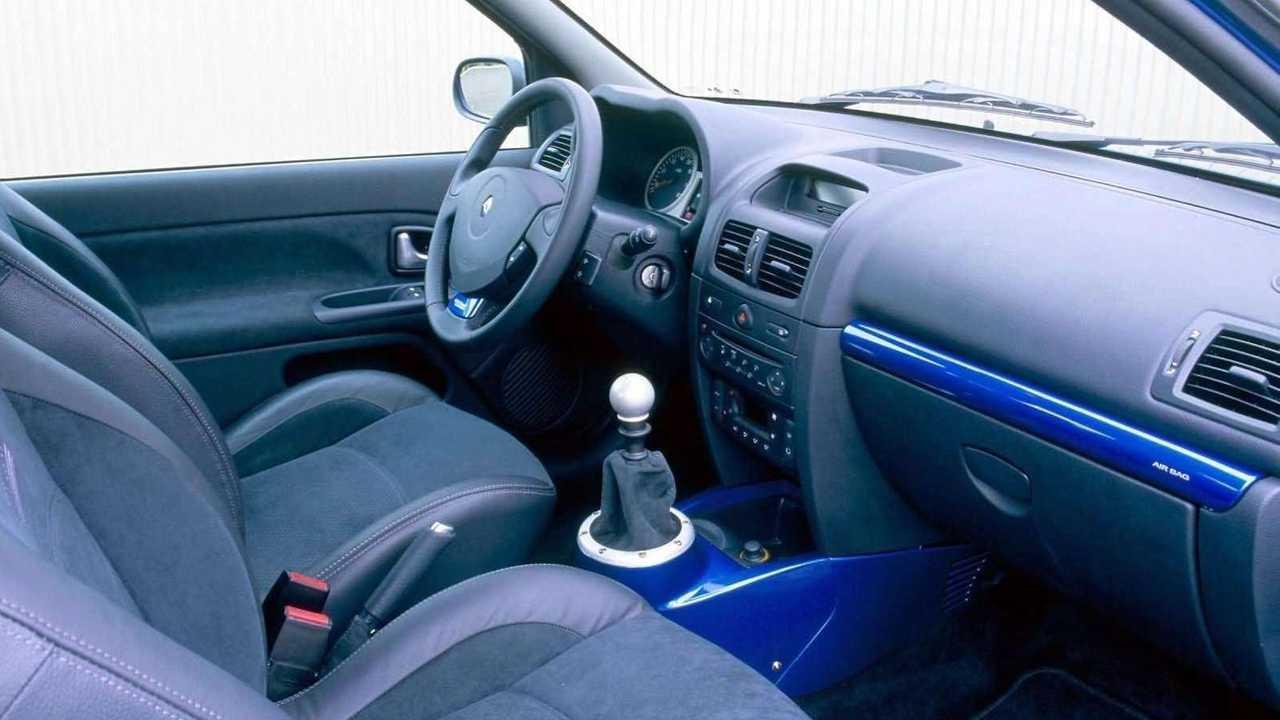 Renault Clio V6 2003: interior mejorado
