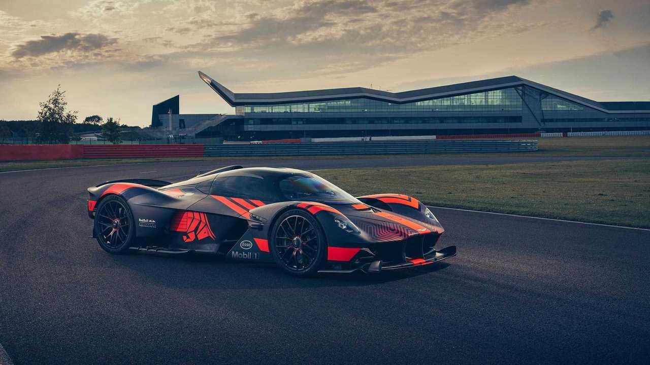 Aston Martin Valkyrie és Valhalla a pályán
