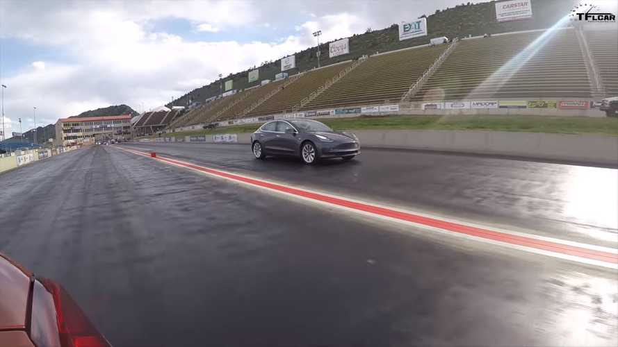 Tesla Model 3 vs BMW M2 Competition drag race