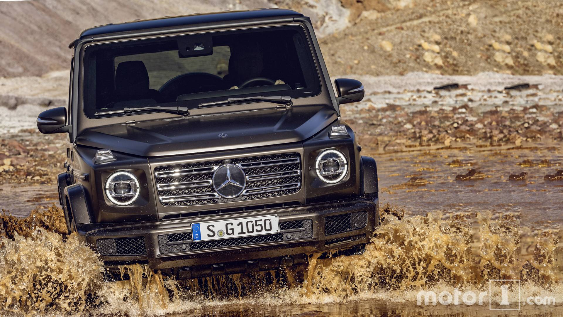 Mercedes Classe G >> 2018 Mercedes Benz G Class See The Changes Side By Side