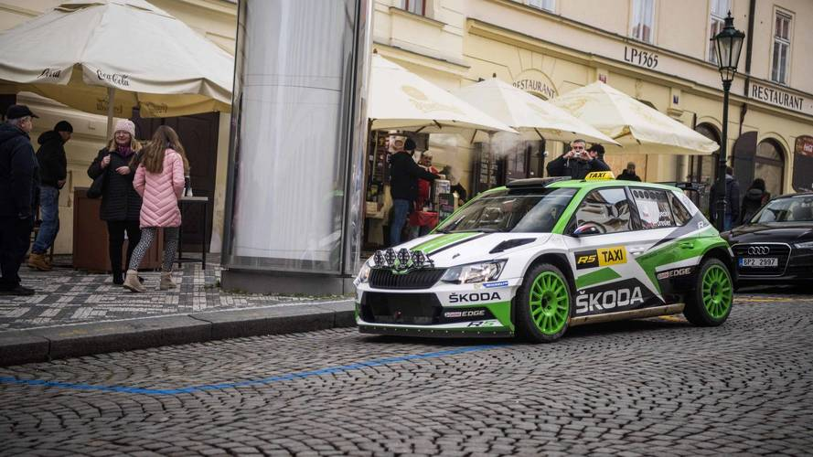 Vídeo: el Skoda Fabia R5 es el taxi más especial de Praga