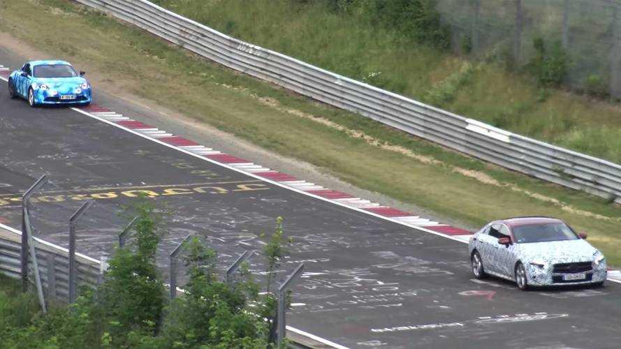 La CLS chassée par l'Alpine A110 sur le Nürburgring