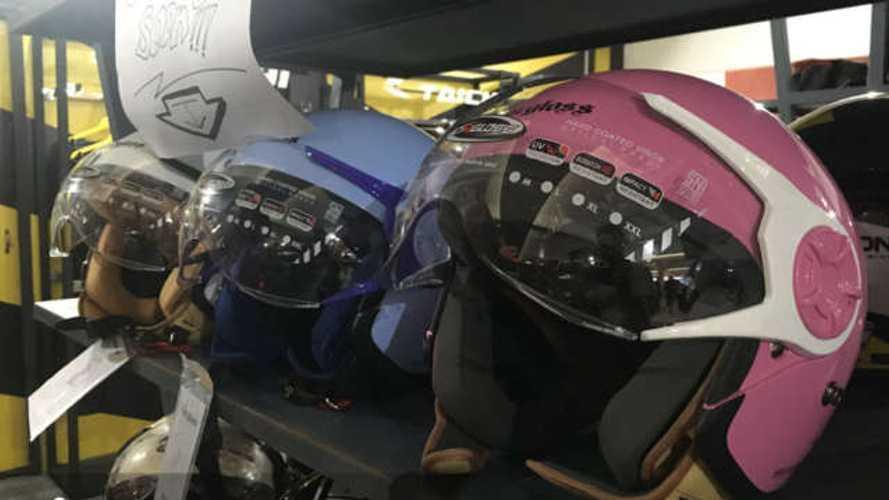 Dall'Indonesia arriva il casco che può essere indossato con la hijab
