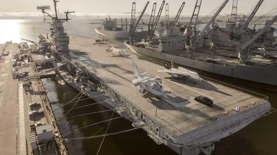 Посмотрите на впечатляющий заезд Porsche Taycan по палубе авианосца