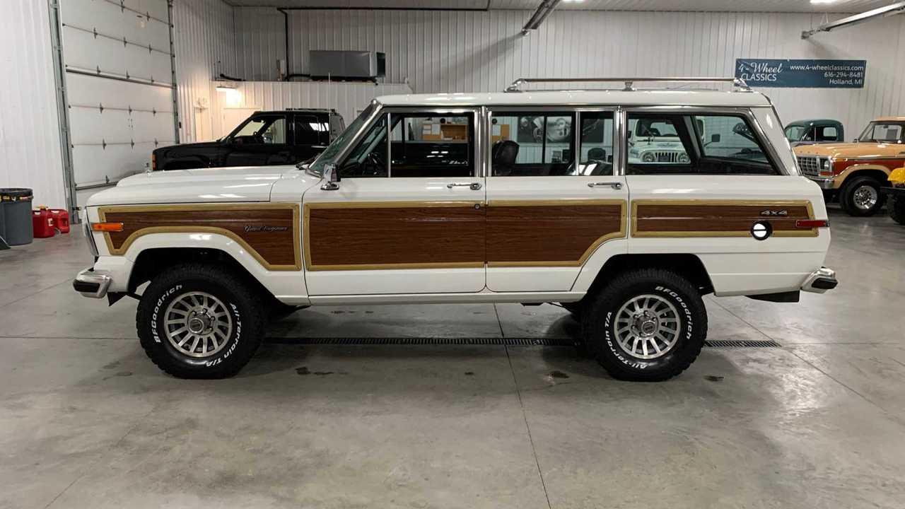 cruise hard in a 1988 jeep grand wagoneer autoclassics com photos cruise hard in a 1988 jeep grand