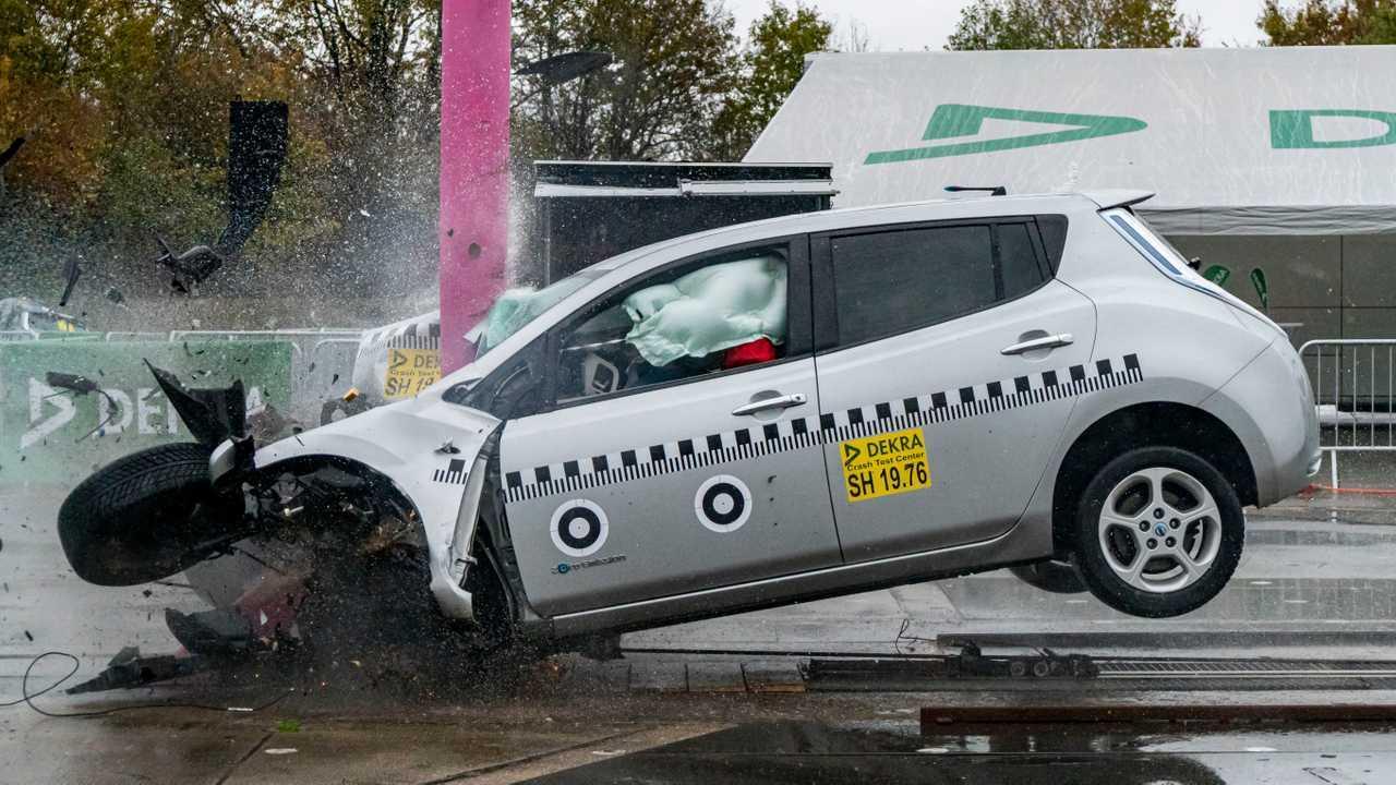 Суровый краш-тест первого поколения Nissan Leaf