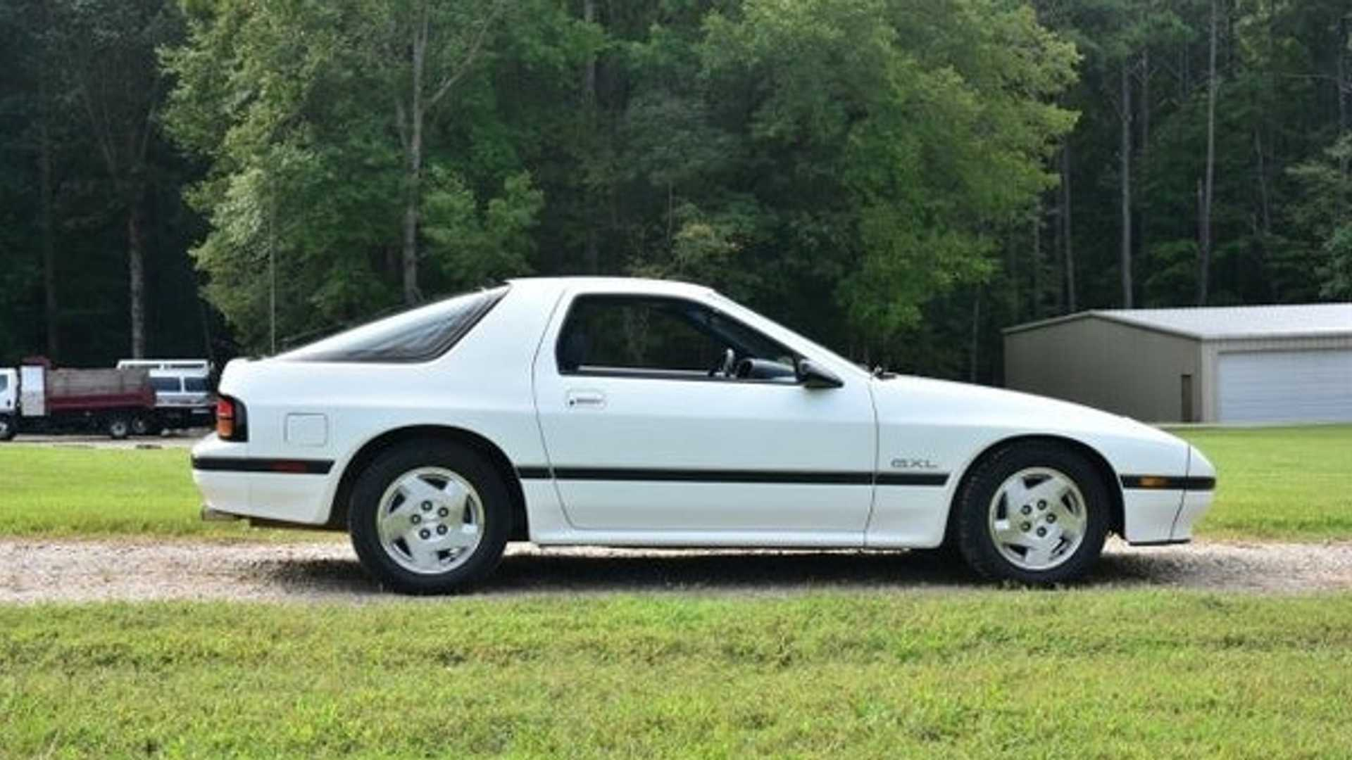 "[""Live Out Your '80s JDM Dreams In This 1987 Mazda RX-7""]"