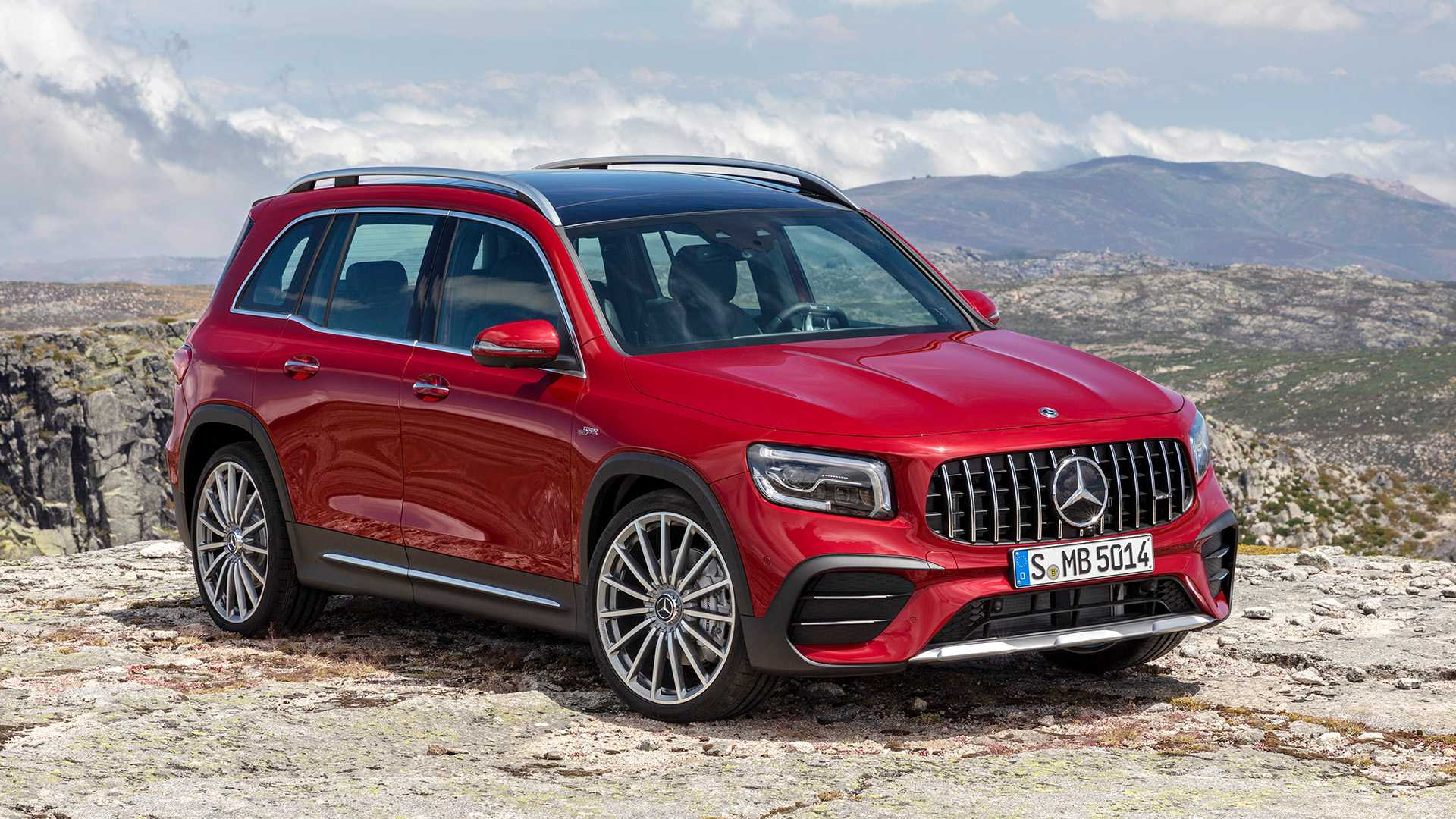 2020 Mercedes-Benz GLB: Specs, Design, Price >> Mercedes Amg Glb 35 Debuts With 302 Hp Still Space For Seven