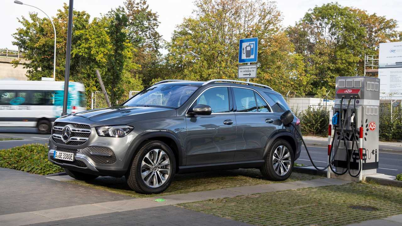 Mercedes-Benz EQC at the fast charging station