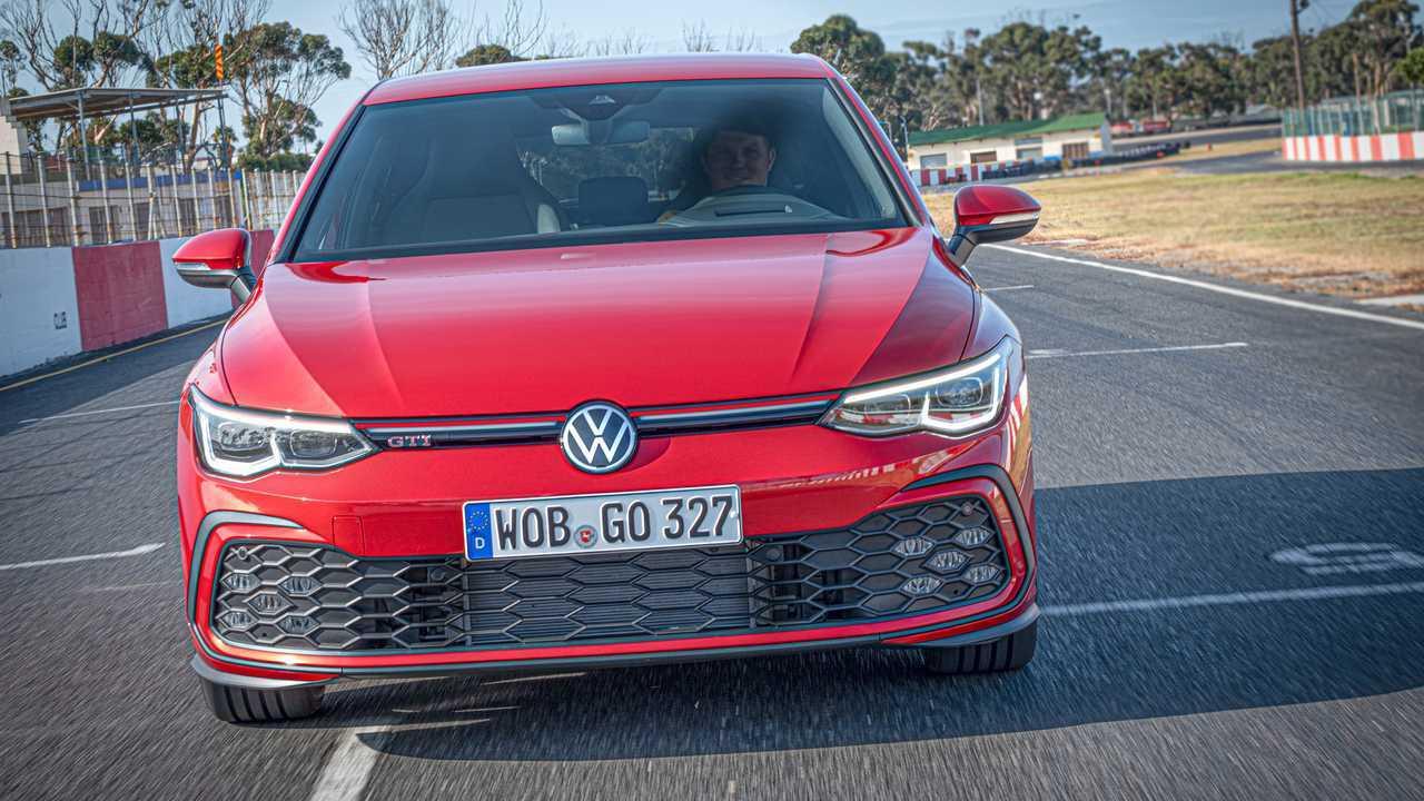 Новый Volkswagen Golf добрался до России сразу «заряженным»