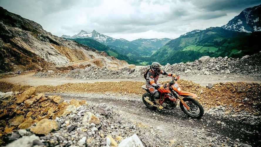 Super Enduro R: 2015 KTM 1290 Super Duke R