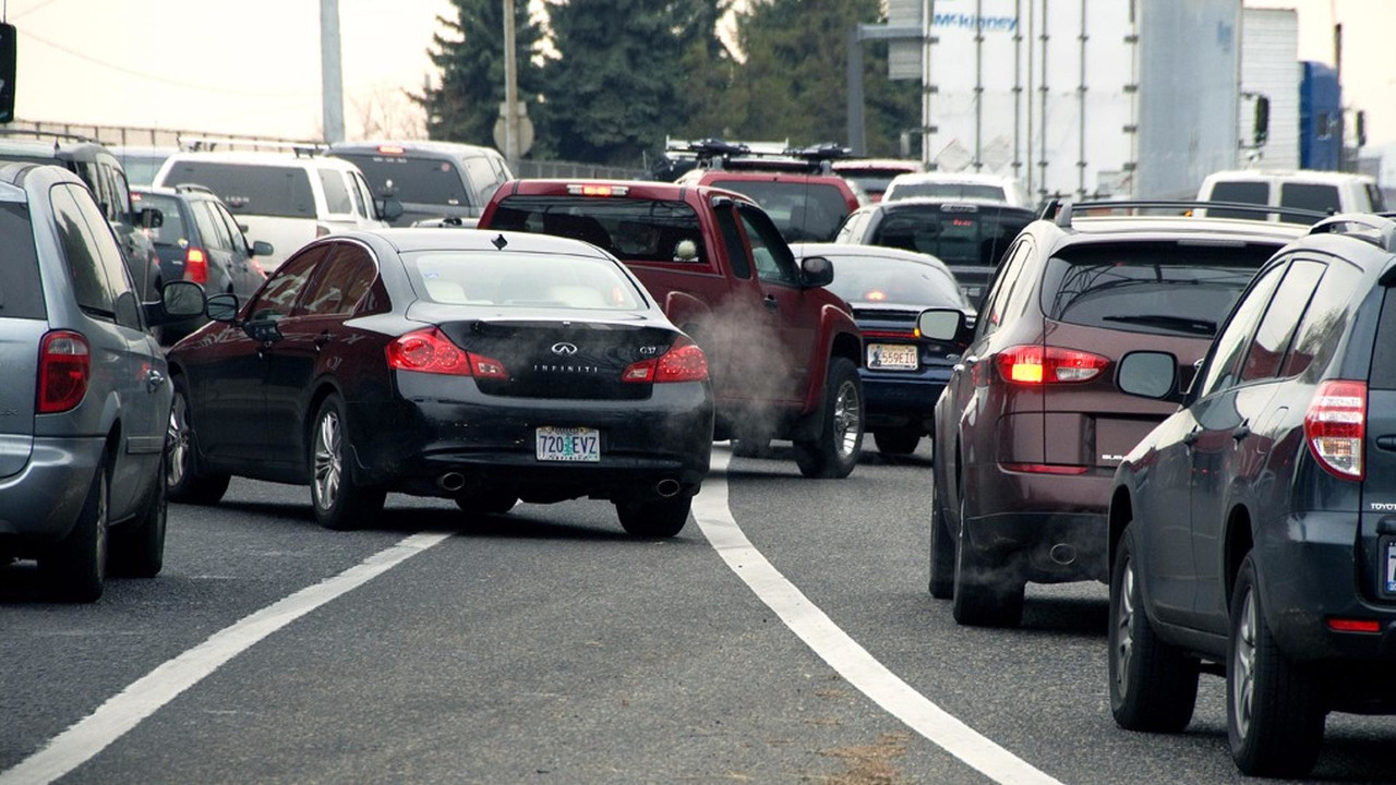 Don't Be A Canadian When Changing Lanes; Learn To Zipper Merge