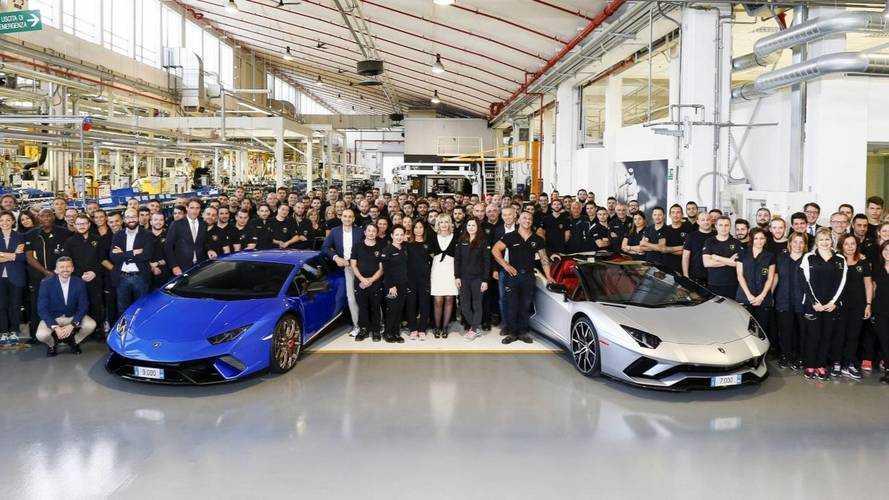 A 7000. Aventador és a 9000. Huracán is legördült a gyártósorról