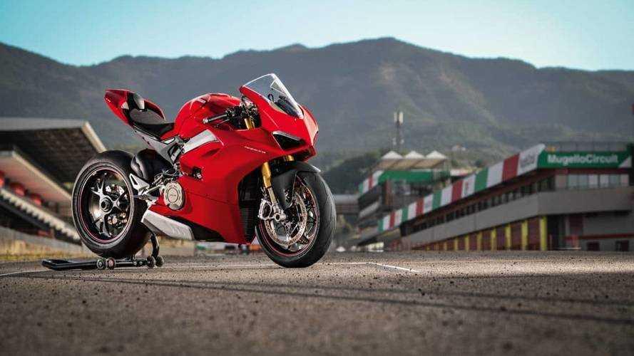 La Ducati Panigale V4 se présente enfin !