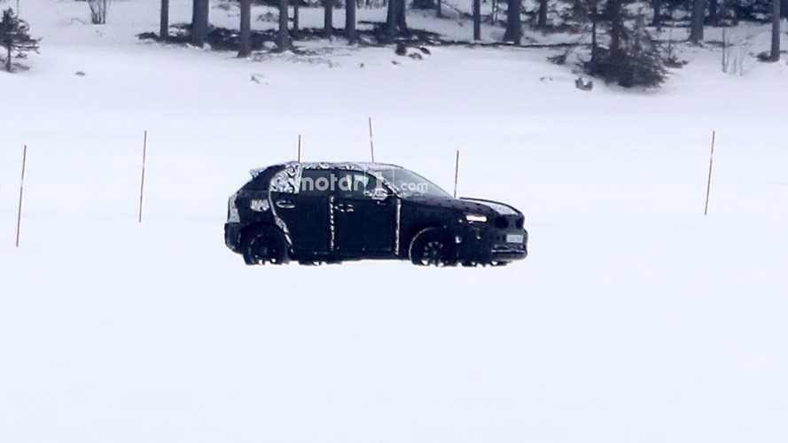 Flagra! - Volvo XC40 2017 se apronta para estreia em abril