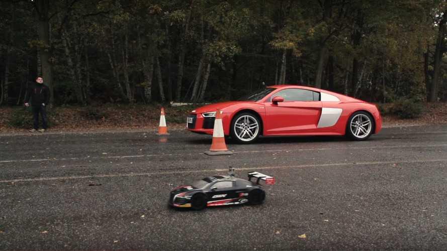 Vídeo - Audi R8 V10 compete com R8 de controle remoto