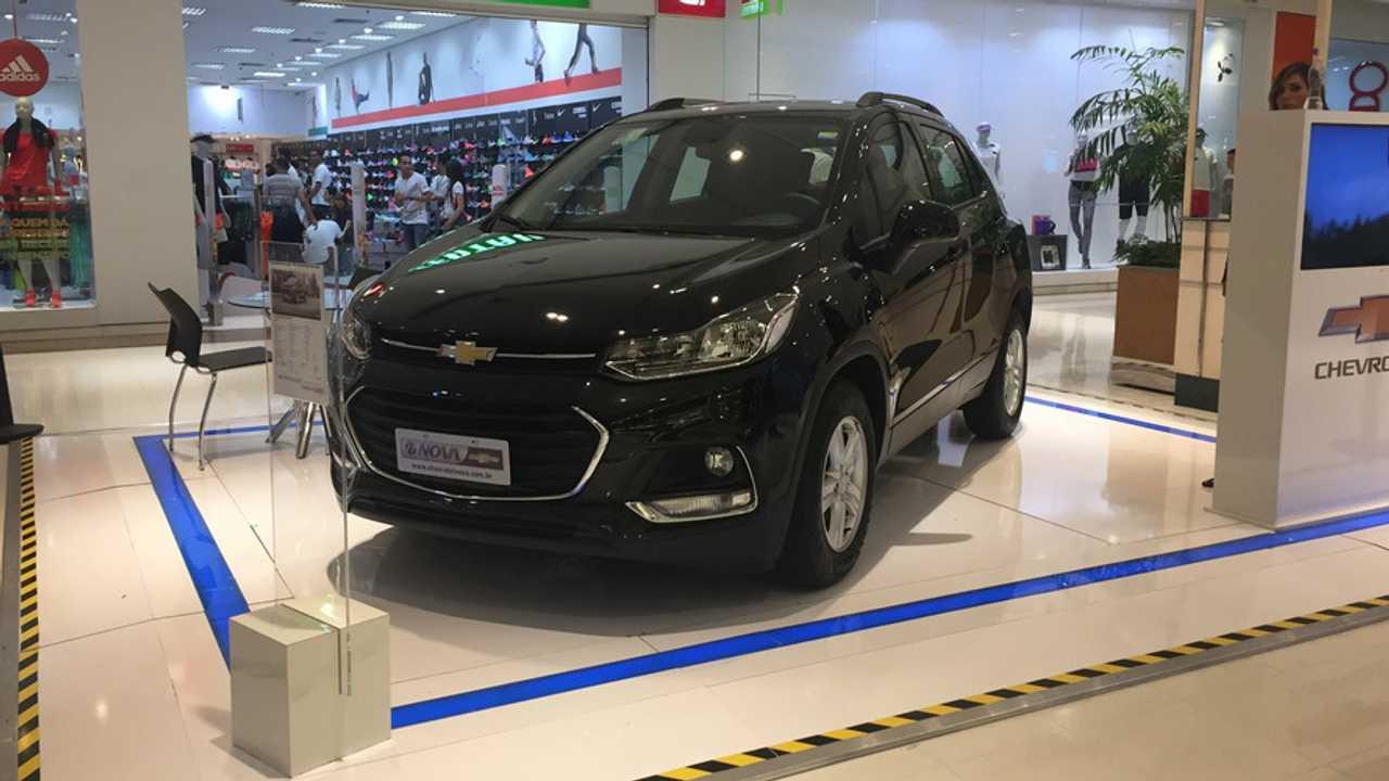 Chevrolet Tracker LT em shopping center