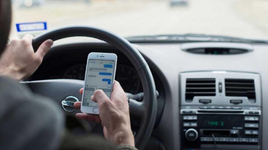 Multas por uso de celular ao volante sobem 167% no Brasil