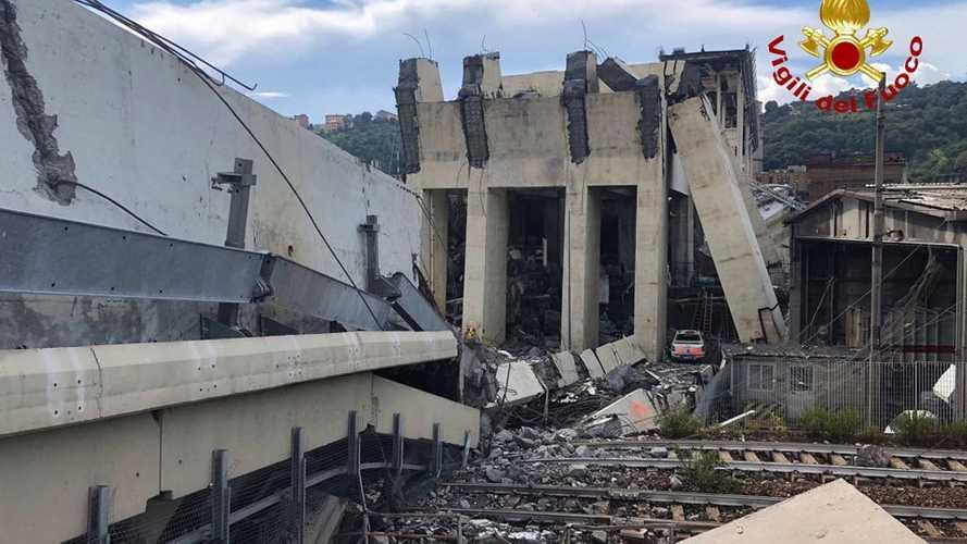 Crolla il ponte dell'autostrada A10 a Genova. Tutti gli aggiornamenti