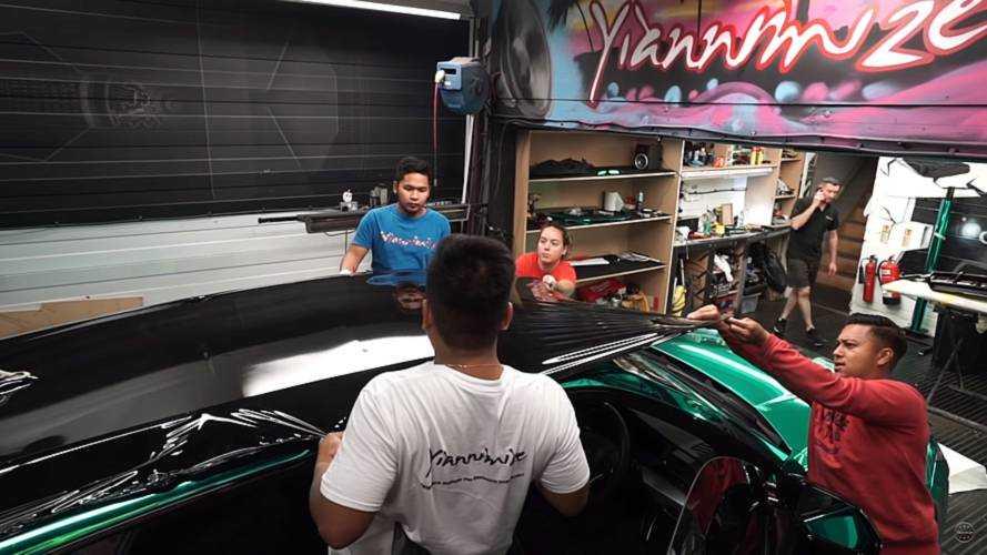 Turquoise Chrome Lamborghini Urus Wants All The Attention