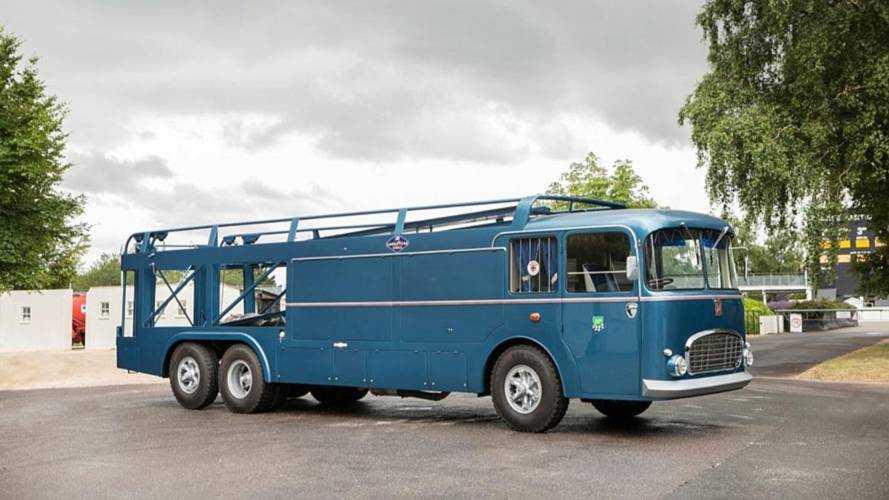Este autobús clásico utilizado en la F1 y Le Mans está en venta